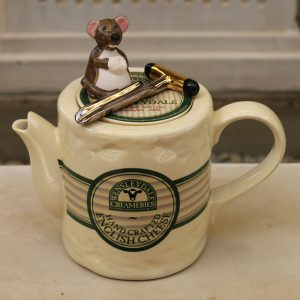 Teapottery Wensleydale Cheese Teapot – Six Cup