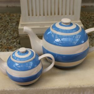 Cornishware Round 'Betty' Teapot – Large Six Cup Blue/White