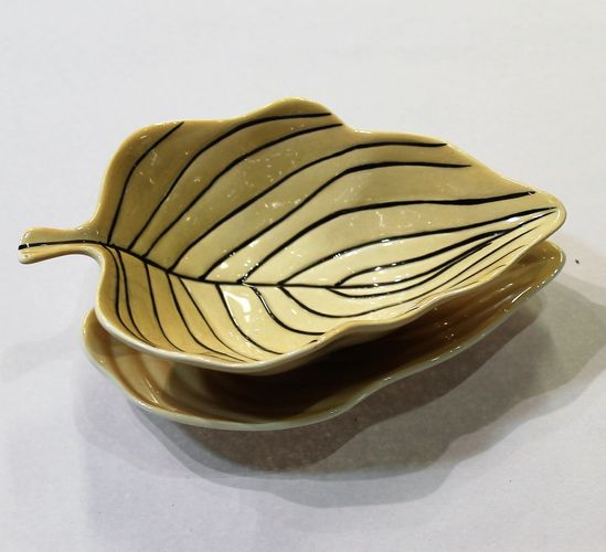 morpeth antique centre hunter valley carlton ware amber gold sauce gravy boat stand leaf pin stripe