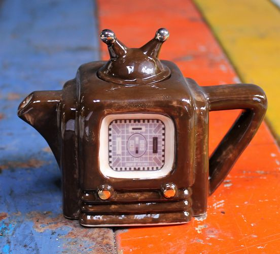 morpeth gift gallery hunter valley novelty teapot teapottery england cup collectable radio 1940 carter ceramics tony