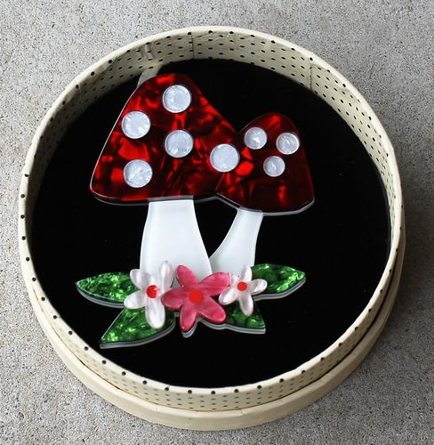 morpeth antique centre hunter valley erstwilder brooch earrings necklace forest fun guy toadstool mushroom alice in wonderland retro pin up collectable