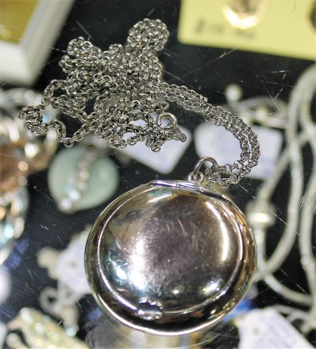 morpeth antique centre hunter valley silver hallmarked powder compact long chain