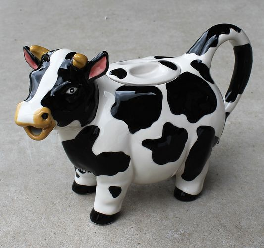 morpeth gift gallery hunter valley novelty teapot happy black white cow six cup