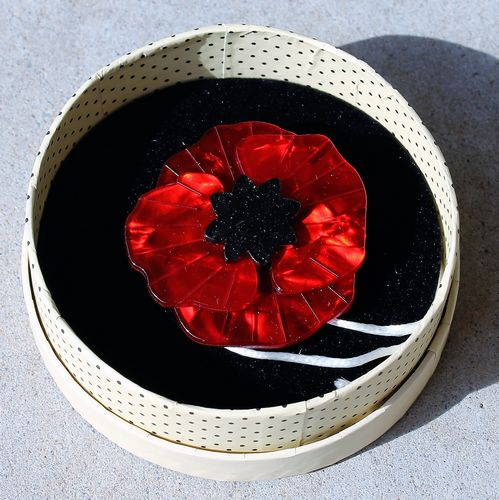 morpeth antique centre hunter valley erstwilder brooch poppy field red flanders wwi wwii remembrance retro pin up collectable