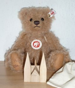 Cologne Cathedral Bear with Wood Puzzle Church