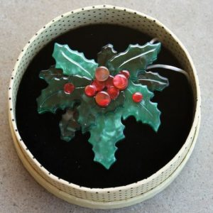Erstwilder Brooch – Holly Jolly
