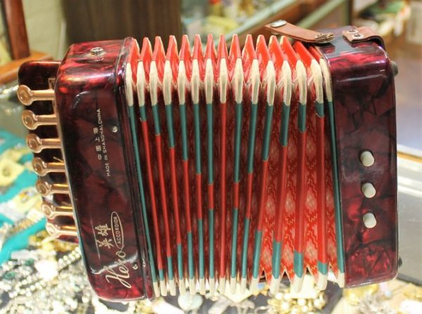 morpeth antique centre hunter valley vintage hero accordion child toy working condition