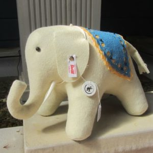 Little Felt Elephant (is not so little) – 2020