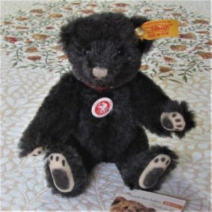 Classic Teddy, black with painted paw pads