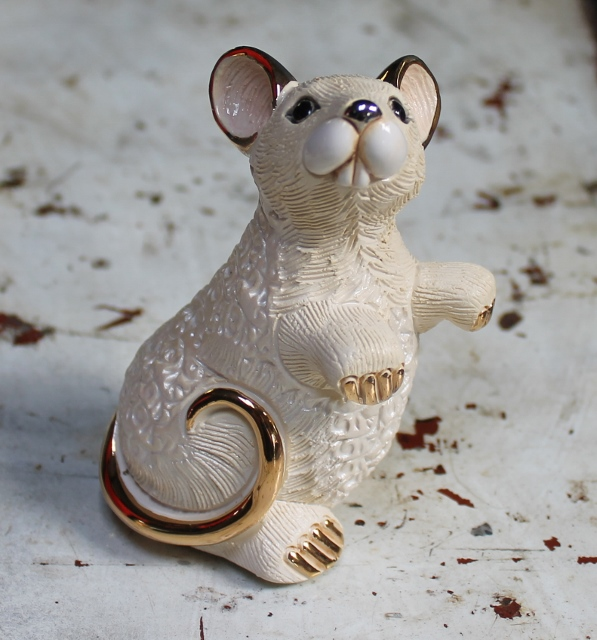 morpeth gift gallery hunter valley rinconada de rosa pottery enamel gold gilded figurine uruguay collectable white rat mouse