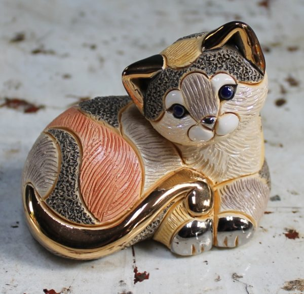 morpeth gift gallery hunter valley rinconada de rosa pottery enamel gold gilded figurine uruguay collectable cat kitten lying resting curled